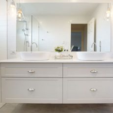 bathroom renovatin melbourne with custom built joinery