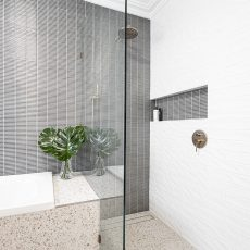 Walk in shower with niche